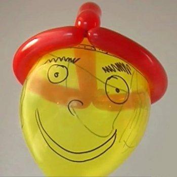 Un gorro o sombrero de globos