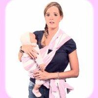Porteo de bebé con un fular de nudo en la cadera
