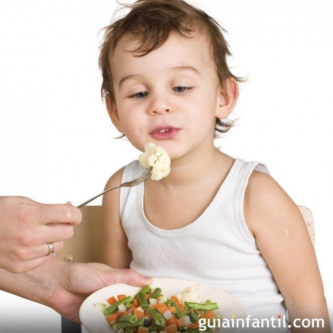 Cómo acostumbrar a los niños a comer verduras y frutas