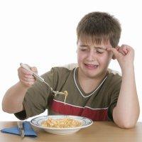 Cómo llaman los niños la atención durante la comida