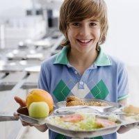 Por qué los niños comen mejor en el comedor del colegio