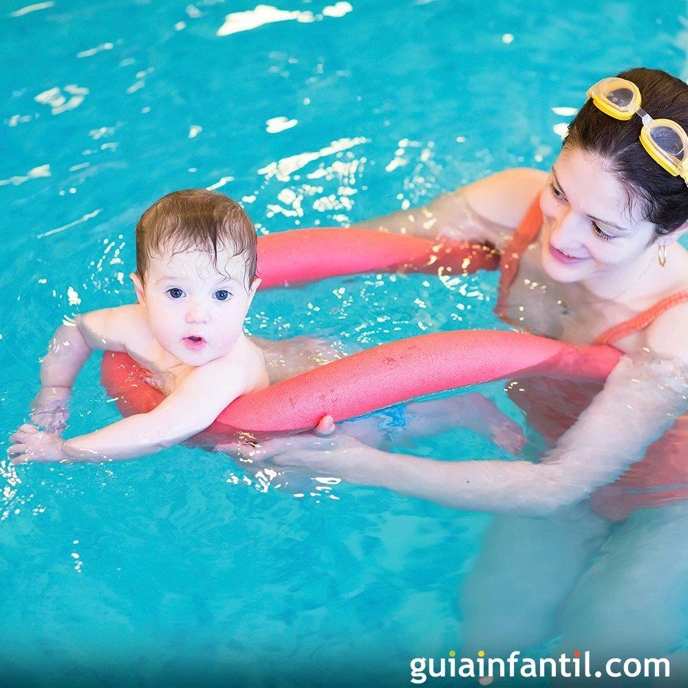 Aprendizaje Y Ejercicios En El Agua Para Beb S Con Material