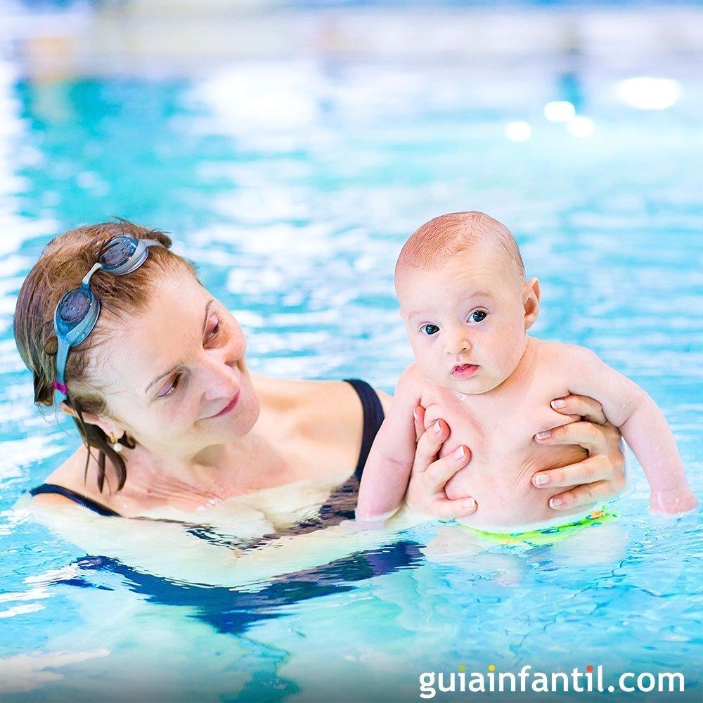 Con qué frecuencia llevar a los bebés a la piscina