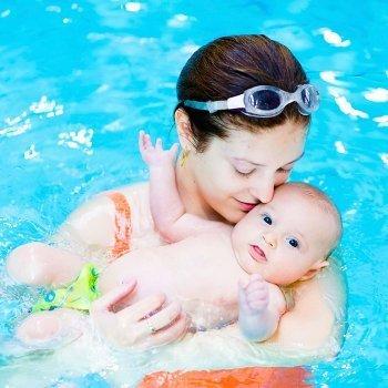 Cómo familiarizar a los bebés con el agua