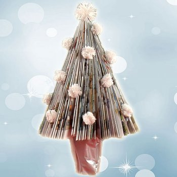 Árbol de Navidad con una revista