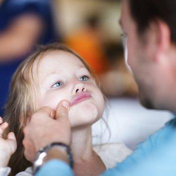El padre que miente a su hija para verla feliz