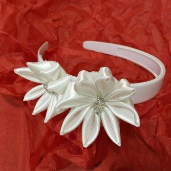 Cómo hacer una diadema de flores blancas