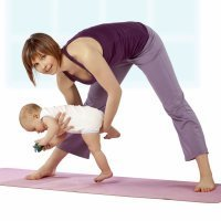Así son las clases de Kundalini yoga para bebés y mamás