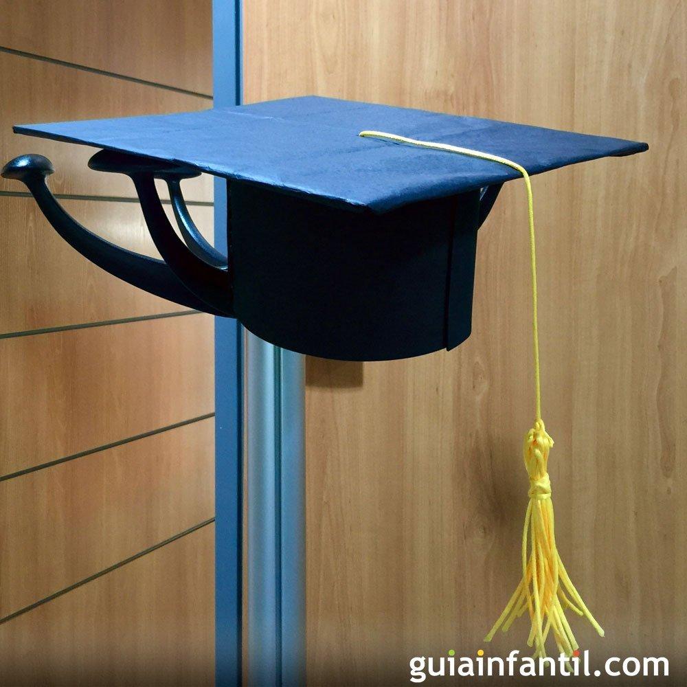 Cómo hacer un birrete o sombrero para la graduación del niño 77090a36979