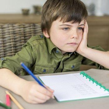 Conseguir que el niño haga los deberes