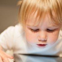 ¿El uso de la tecnología influye en la visión de los niños?