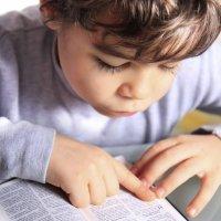 Cómo detectar problemas de visión de los niños con la lectura