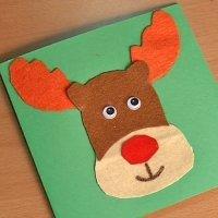 Cómo hacer una postal de Navidad con un reno de fieltro.