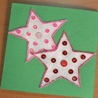 Felicita la Navidad con una tarjeta con estrellas. Manualidades