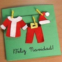 Tarjeta con la ropa de Papa Noel. Manualidades para niños