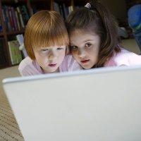 Niños en internet. Tu ayuda es su voz. Fundación Alia2