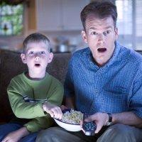 Escenas de sexo en televisión delante de los niños ¿cómo debemos actuar?