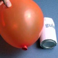 Experimentos infantiles. Cómo hacer rodar una lata con un globo