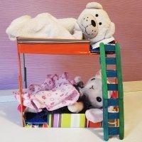 Cómo hacer literas de juguete para los muñecos de los niños