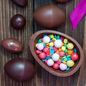 Cómo hacer huevos de chocolate con sorpresa