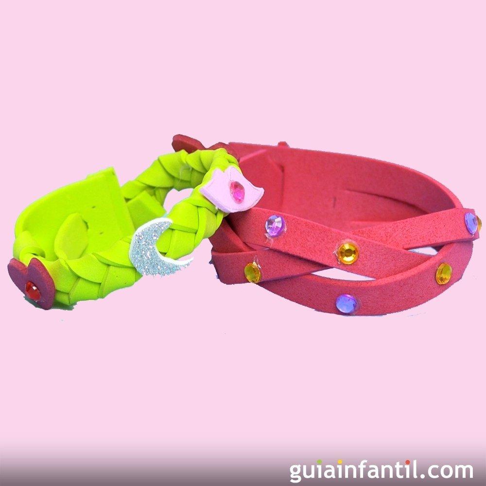 C mo hacer pulseras de goma eva para regalar manualidades for Como hacer pulseras de goma eva