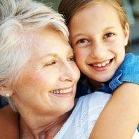 Por que son tan importantes las abuelas maternas para los niños