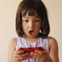 Peligros a los que se enfrenta un niño por usar smartphone