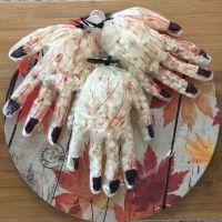 Manos sangrientas con palomitas para Halloween. Recetas divertidas para niños
