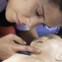Cómo hacer una RCP o reanimación cardiopulmonar en niños