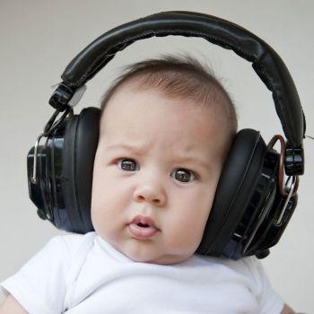 Cómo cuidar la salud auditiva de los niños