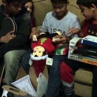 Un padre regala por Navidad a su hijo un peluche con la voz de su madre fallecida