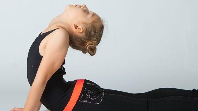 3a7be1629 La cobra. Ejercicios de yoga para niños