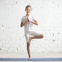 Postura del árbol o Vrksasana. Yoga para niños