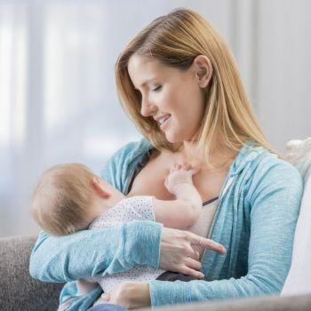 Lactancia materna a demanda. Alimentación del recién nacido