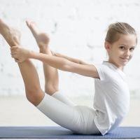 El arco. Postura de yoga para niños
