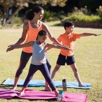 El guerrero II. Postura de yoga para niños