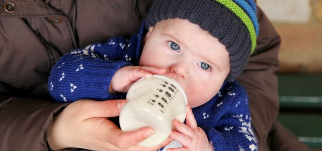 El biberón para el bebé