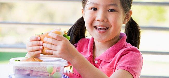 La comida de media mañana de los niños