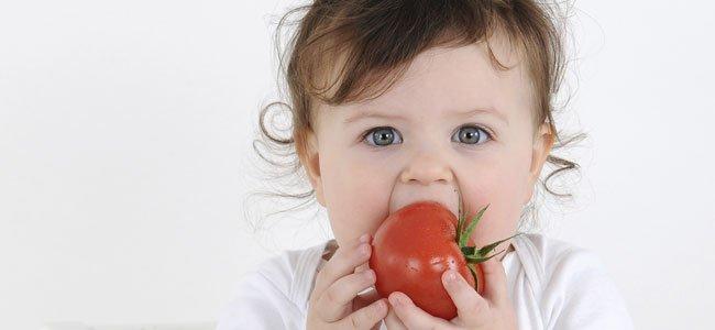 bebe-come-tomate
