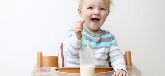 Bebé con leche de vaca