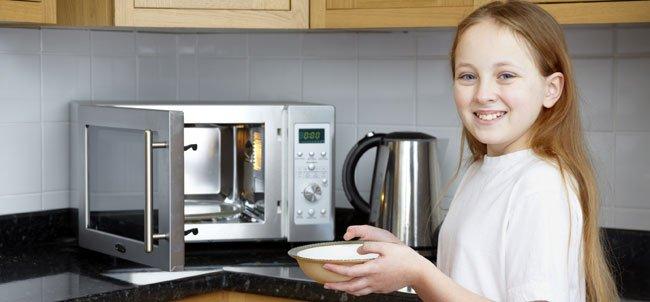 ¿Es bueno calentar alimentos en el microondas?