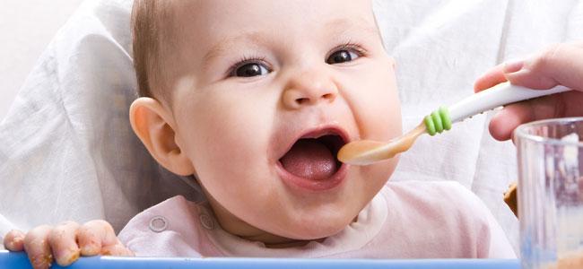 Cena del bebé: alimentos que favorecen el descanso
