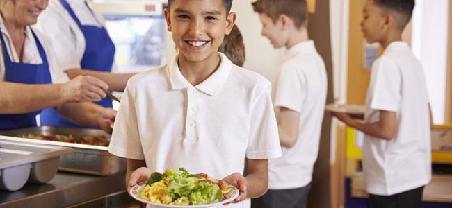 Lo bueno y lo malo de comer en casa y el comedor escolar para los niños