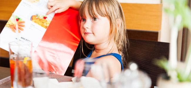 comer fuera de casa con niños con alergias alimentarias