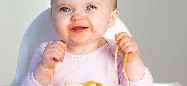 Cuando el bebé puede empezar a comer con las manos