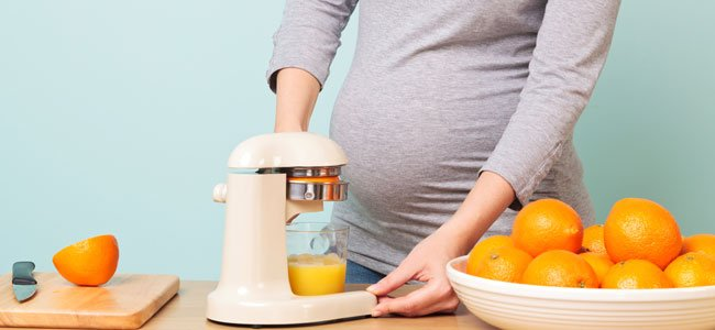 Embarazada hace zumo