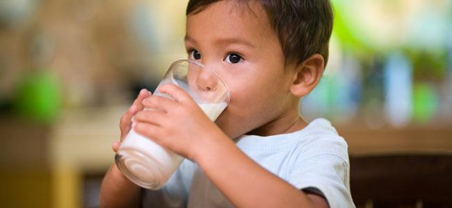 La relación entre la leche y el aumento de mocos en niños