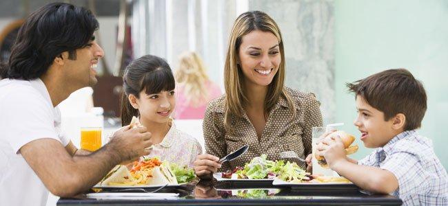 ¿Debemos dar a los niños menú de restaurante?