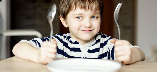 Conducta de los niños en la mesa