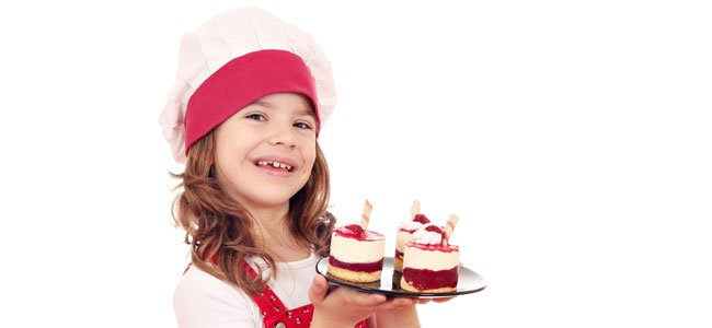 Niña con pasteles